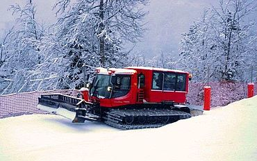 Read more : Let's go for a snow groomer ride!