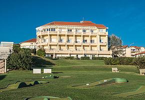 La r sidence eug nie nich e au milieu d un jardin de 2 ha for Appart hotel biarritz