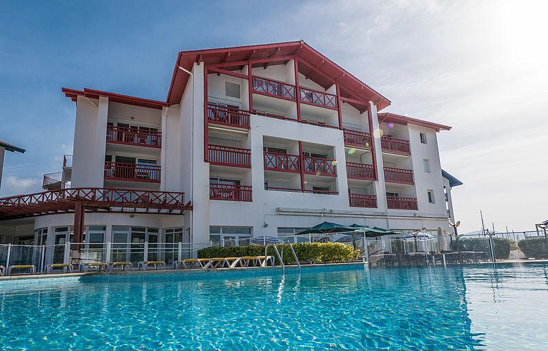 Appart h tel hendaye r sidence sokoburu mer et golf for Camping biarritz bord de mer avec piscine